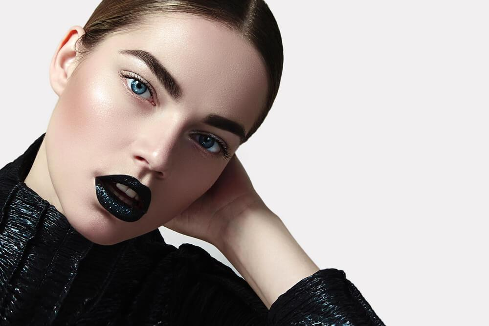 woman with vampy makeup and black lipstick
