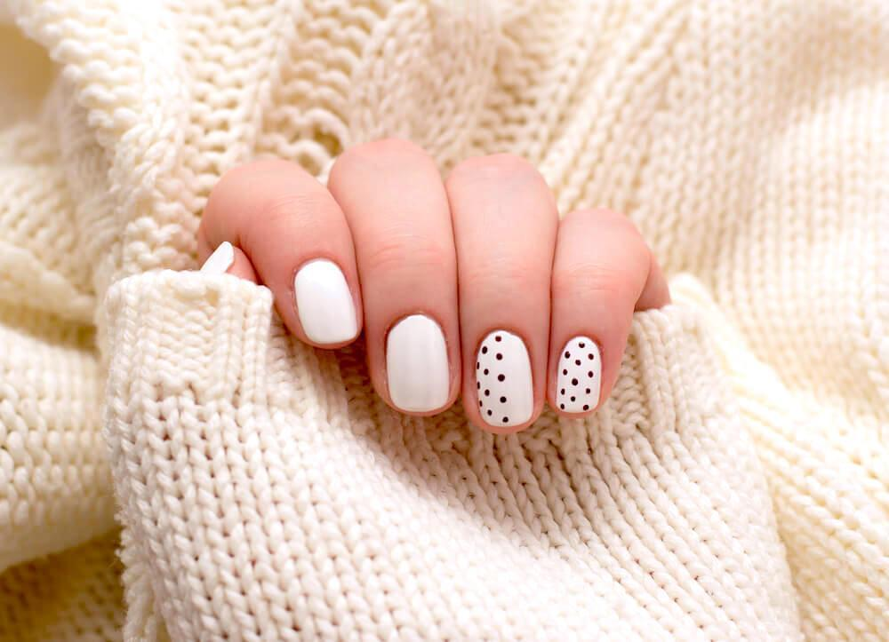 11 Elegant Black And White Nail Art To Try Aad Blog