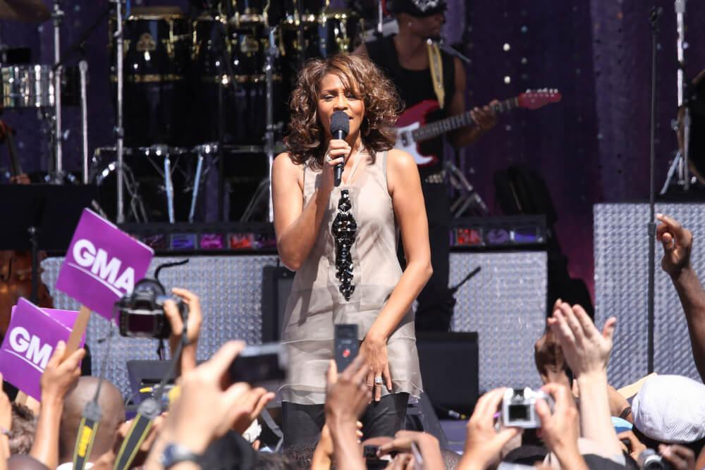 NEW YORK - SEP 1, 2009: Whitney Houston performs on 'Good Morning America' in Central Park on September 1, 2009.